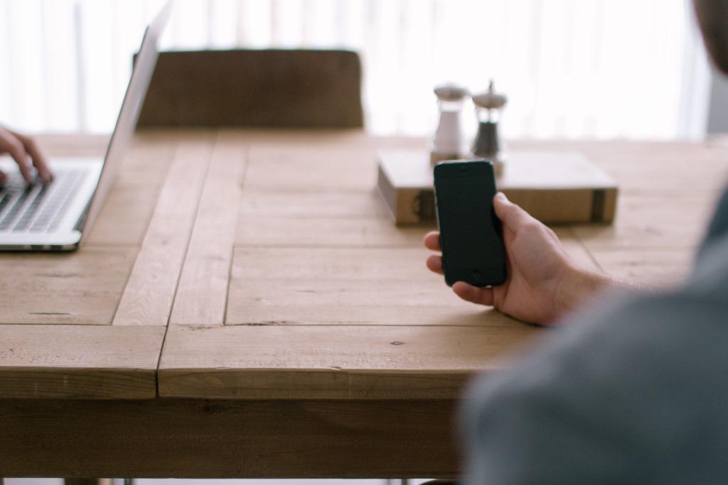 usuario con móvil